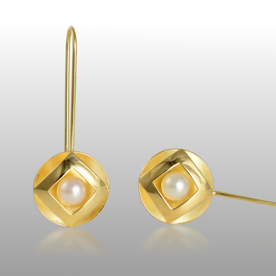 Modern, Architectural Earrings in 18k Gold with 6mm Akoya Saltwater Pearls by Pratima Design Fine Art Jewelry Maui, Hawaii