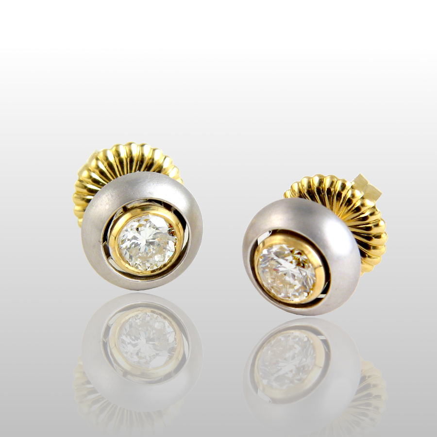Diamond Ear Studs 'Puntos' in 18k White and Yellow Gold by Pratima Design Fine Art Jewelry Maui, Hawaii