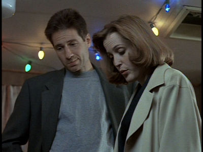 Mulder-Scully-3-Humbug-3-mulder-and-scully-9006014-400-300.jpg