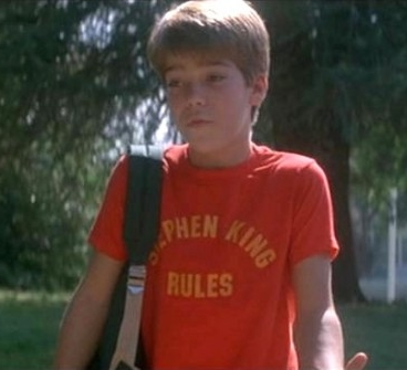 film-the_monster_squad-1987-sean-andre_gower-tshirts-stephen_king_rules_shirt-595x335.jpg