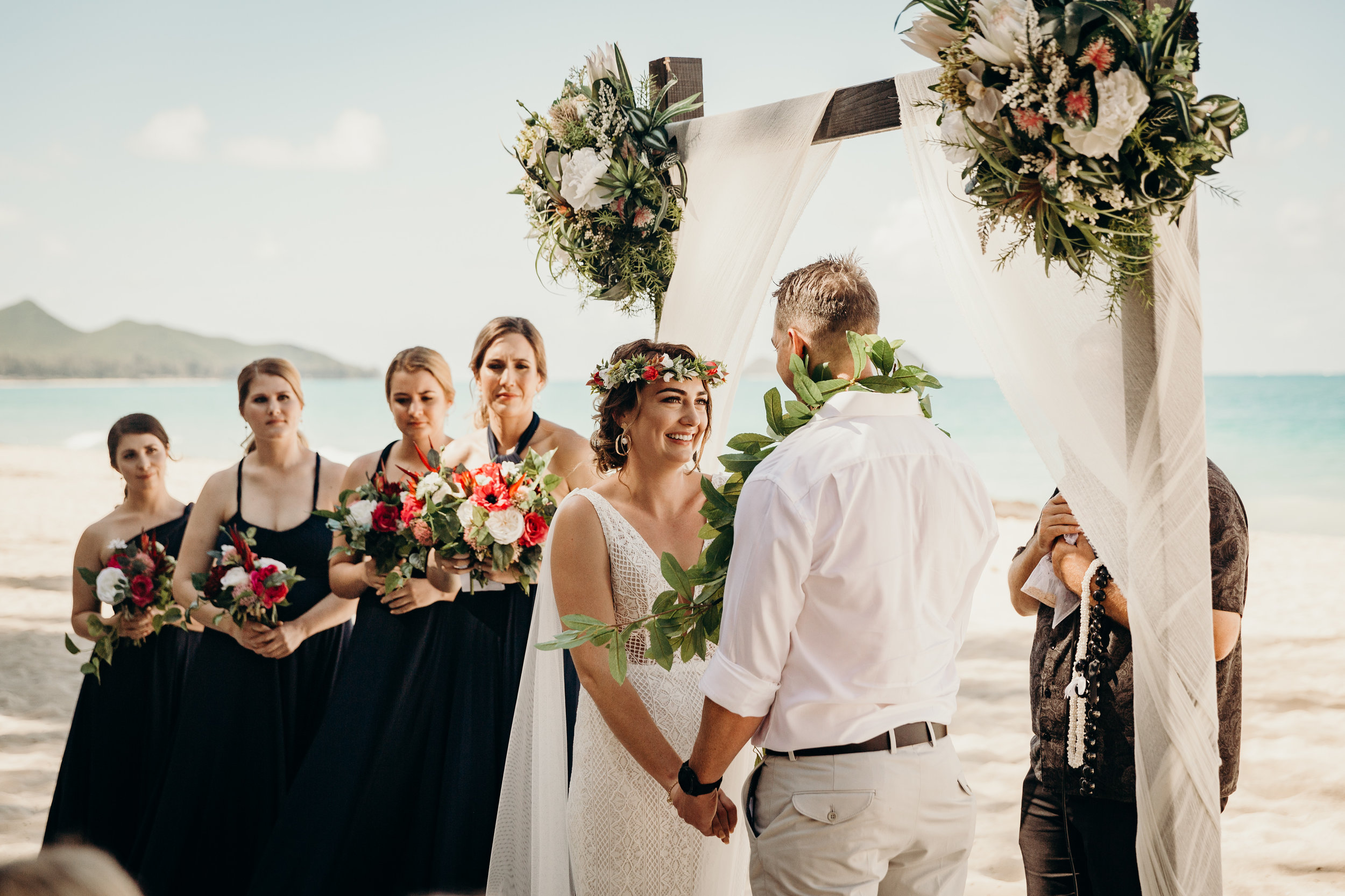 HAWAII-WEDDING-PHOTOGRAPHER-ALOHILANI-RESORT-KEANI-BAKULA-39.jpg