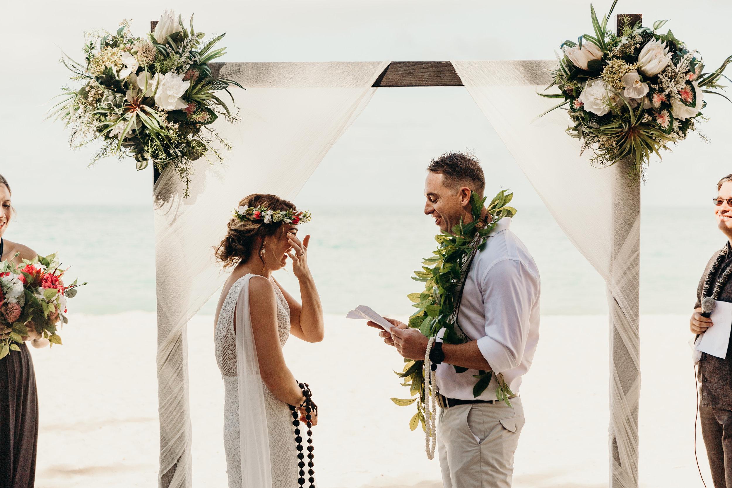 HAWAII-WEDDING-PHOTOGRAPHER-ALOHILANI-RESORT-KEANI-BAKULA-33.jpg