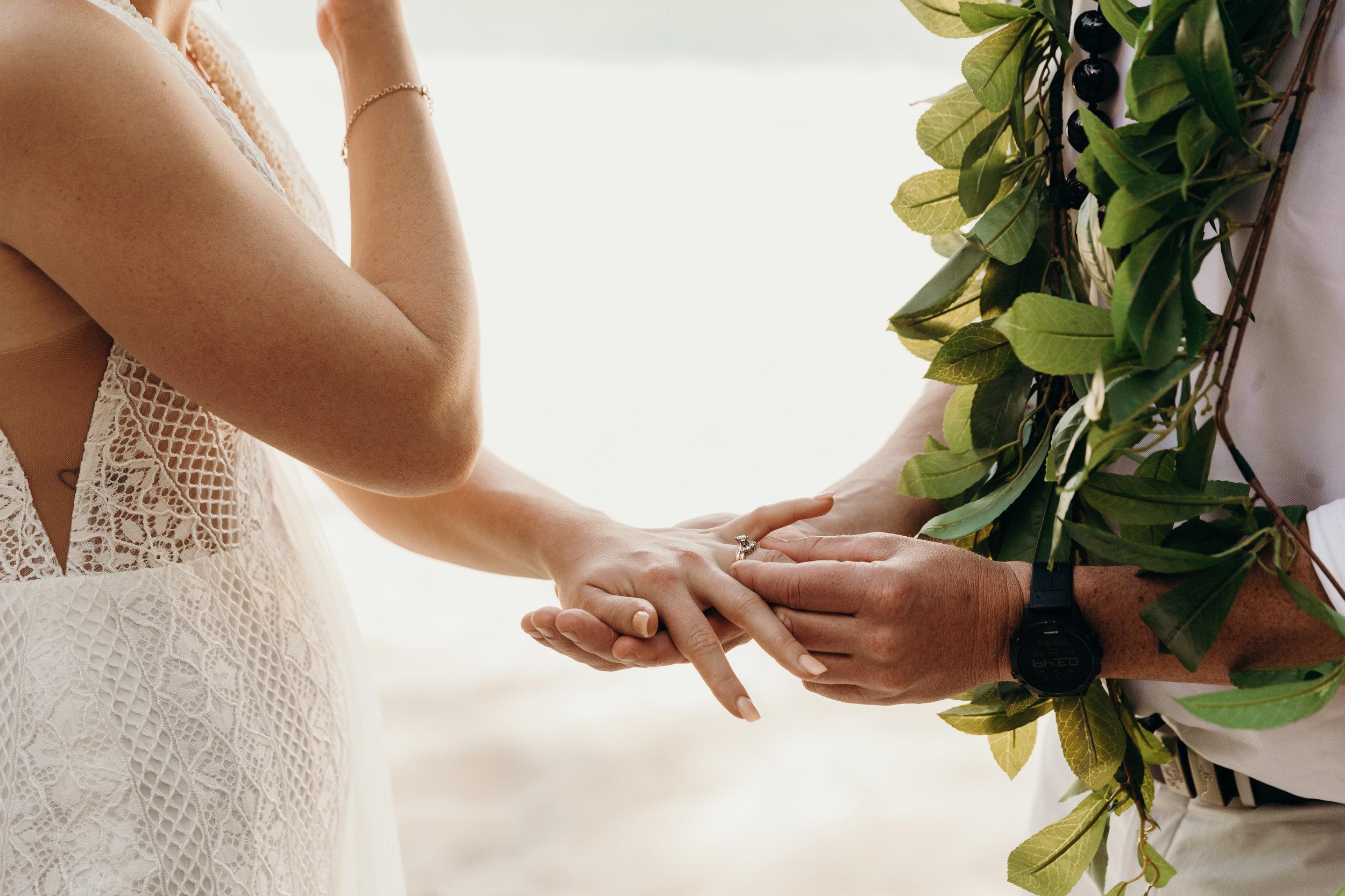 HAWAII-WEDDING-PHOTOGRAPHER-ALOHILANI-RESORT-KEANI-BAKULA-35.jpg
