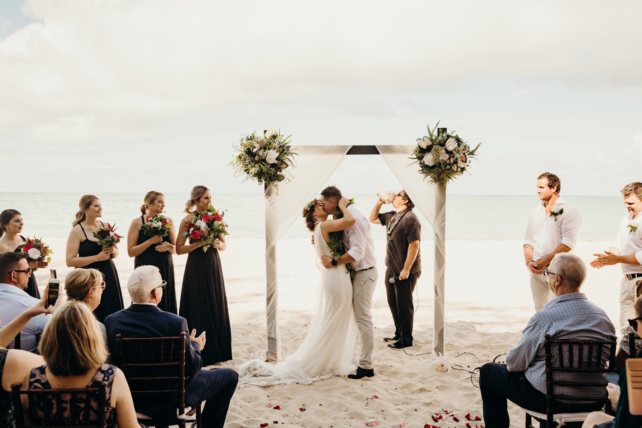 HAWAII-WEDDING-PHOTOGRAPHER-ALOHILANI-RESORT-KEANI-BAKULA-34.jpg