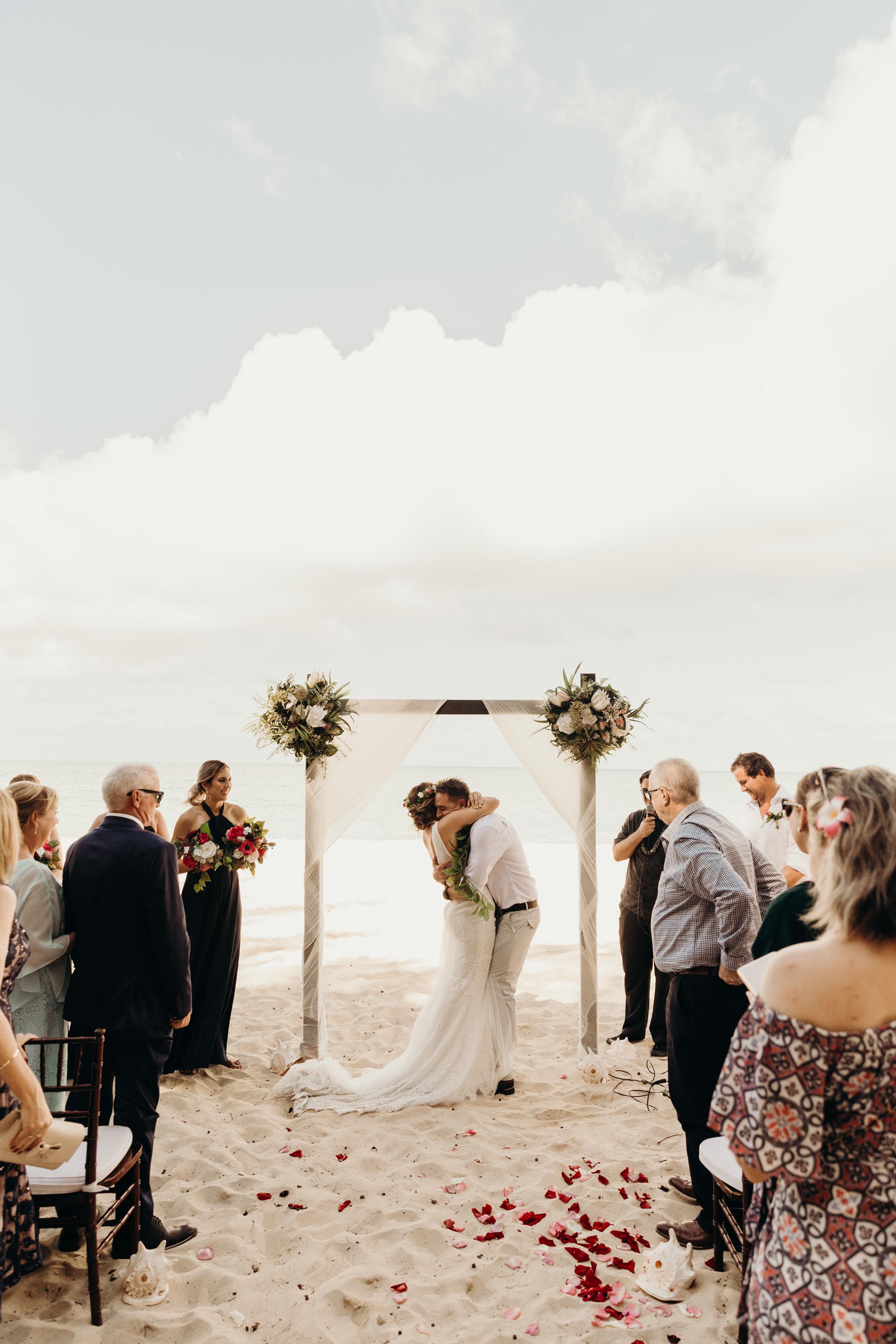 HAWAII-WEDDING-PHOTOGRAPHER-ALOHILANI-RESORT-KEANI-BAKULA-37.jpg