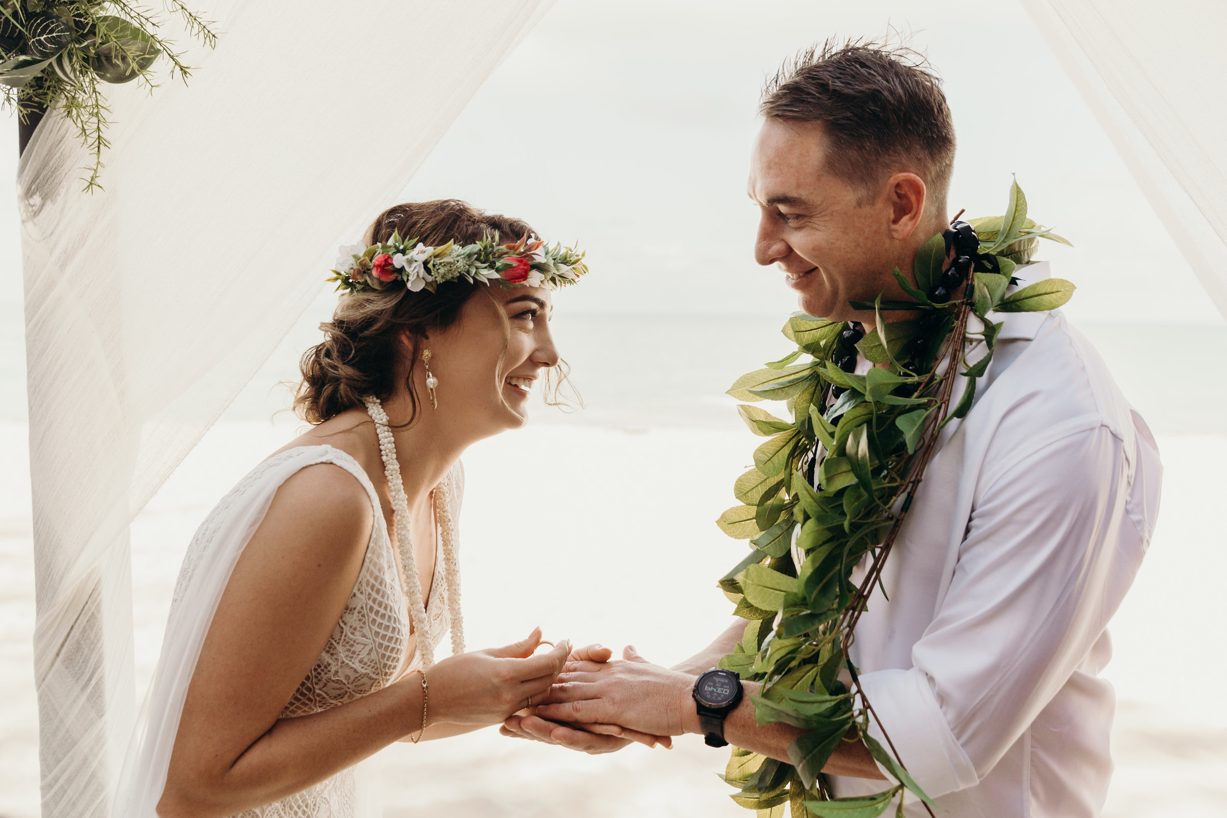 HAWAII-WEDDING-PHOTOGRAPHER-ALOHILANI-RESORT-KEANI-BAKULA-41.jpg