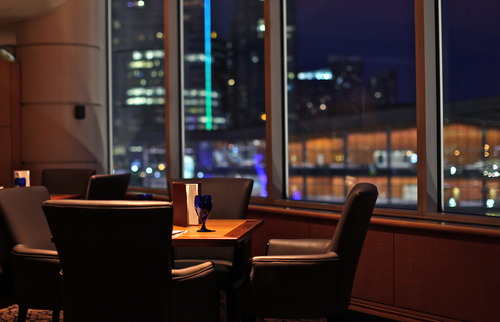 Cascades Lounge is a very quiet dining restaurant located in the Pan Pacific Hotel.