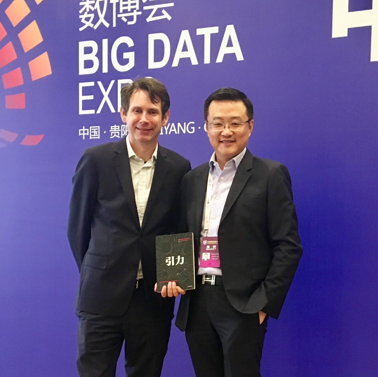 With David Yu, Managing Director of LinkedIn China holding a hot-off-the-presses signed copy of 引力 — the Chinese Edition of Online Gravity.