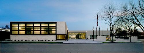 Clovis Veteran's Memorial Building.jpg