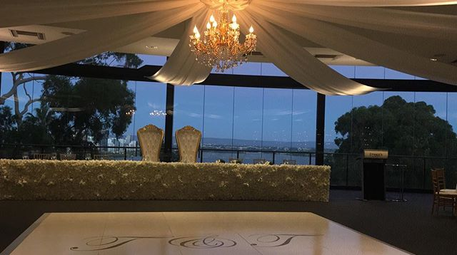 Just getting round to sharing a few snaps from March weddings, here is one at the palatially stunning @frasersrestaurant @fraserseventsweddings a couple weeks back 💕✨  #kingspark #kingsparkperth #swanriver #perthcbd #frasersrestaurant #frasersperth #frasersweddings #perthweddings #perthweddingvendors #perthweddingsuppliers #perthweddingvenues #perthweddingmusic #perthweddingseason #perthweddingsinger