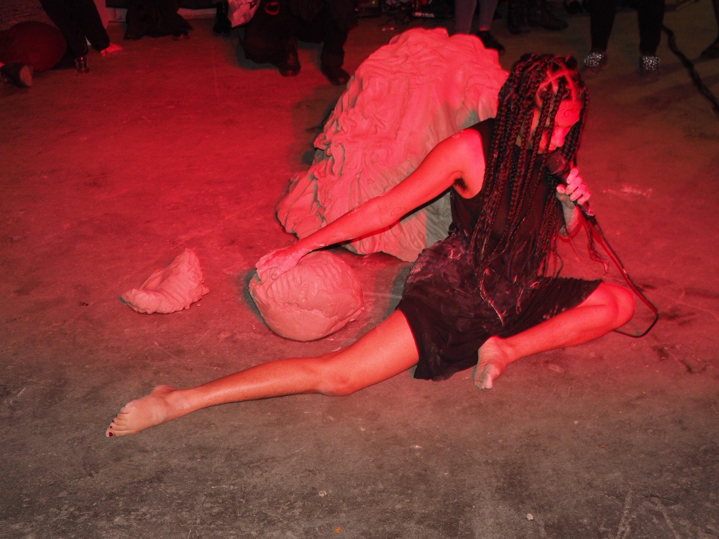 Maya Vivas_soft between the elbows no2.jpg