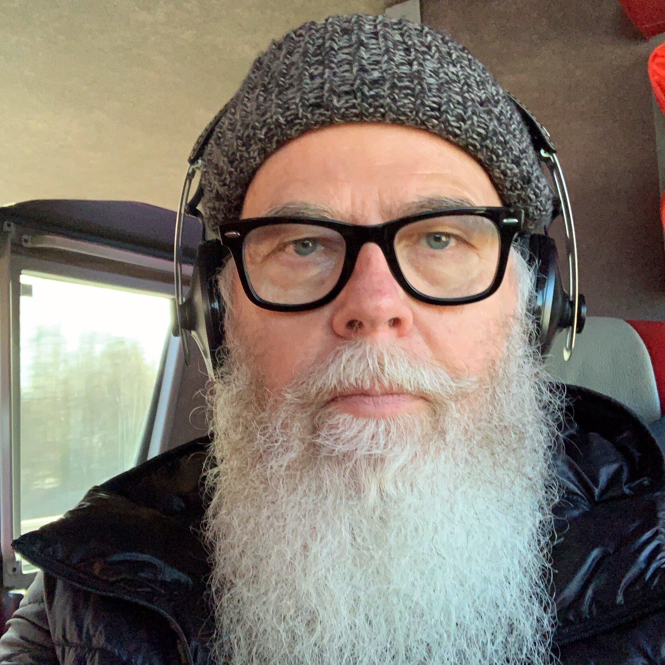 TOM FRISK  Senior advisor (Kaiku Songs)  tom@kent.fi    Tom Frisk  työskenteli ennen Kaiulle siirtymistään yli 16 vuotta Warner Chappelilla. Tom vastaa Kaiku Songsin luovasta toiminnasta, sen kasvattamisesta ja kehittämisestä. Lisäksi Tom koordinoi biisien lisensointia ja viennin edistämistä.