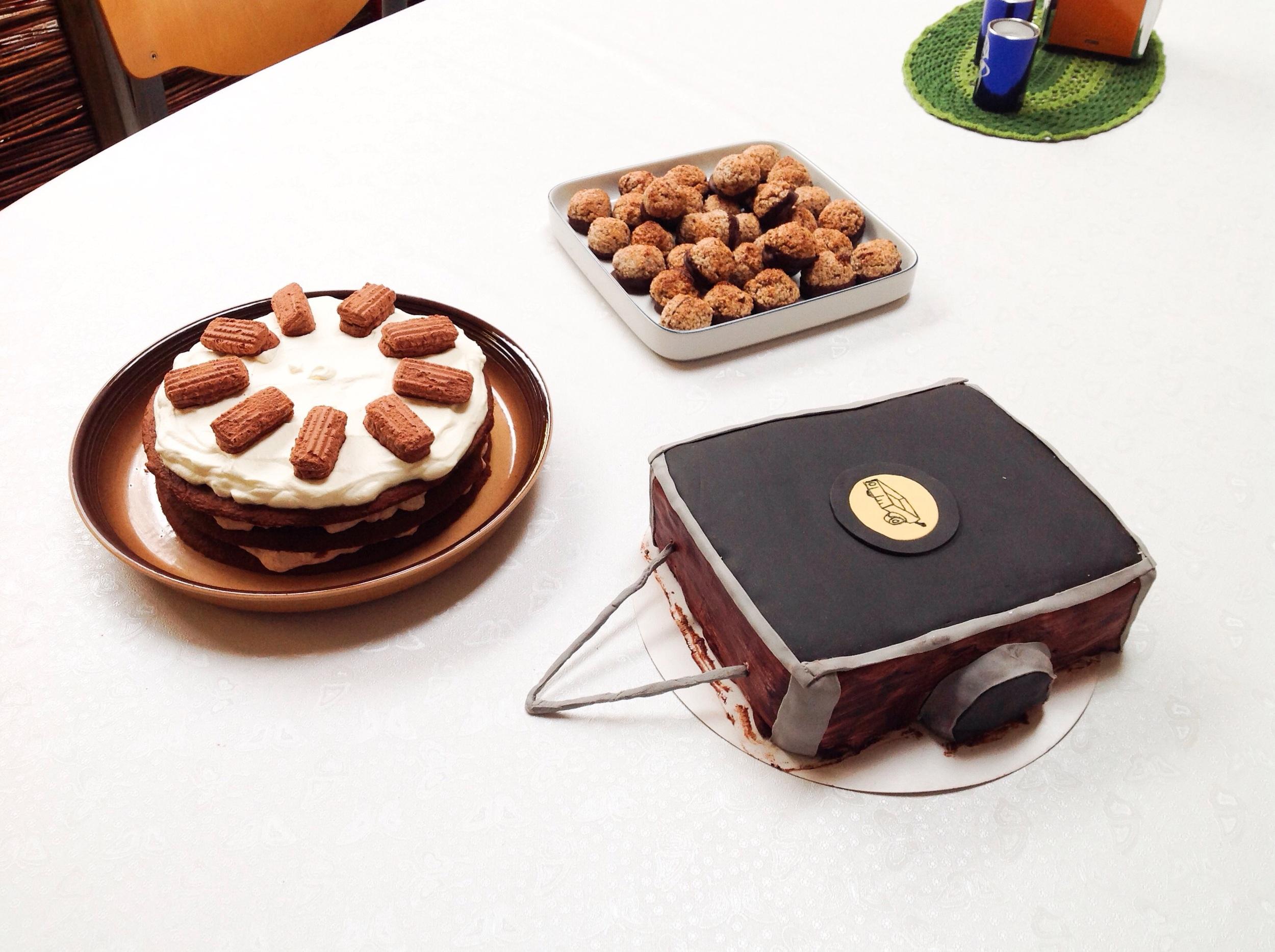 Klubbens første trailer-kage, samt andre dejlige kager.