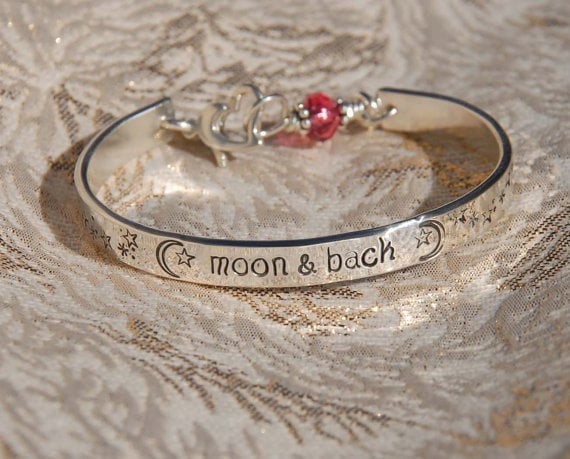 bracelet-to-the-moon-and-back2.jpg