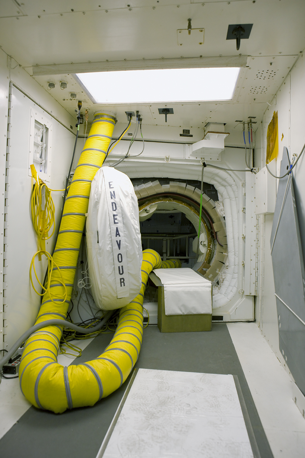 Space Shuttle Endeavour, White Room, Pad 39B