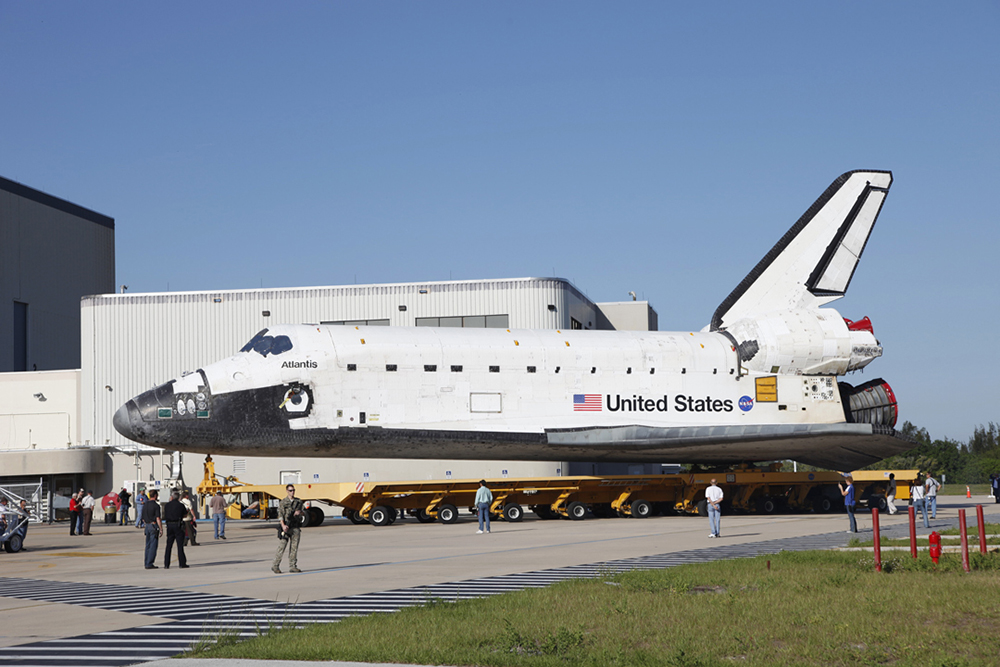 Space Shuttle Atlantis Roll Over to VAB, STS-125