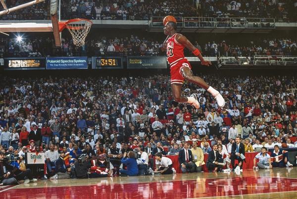 Michael Jordan wearing the Jordan III ( Source )
