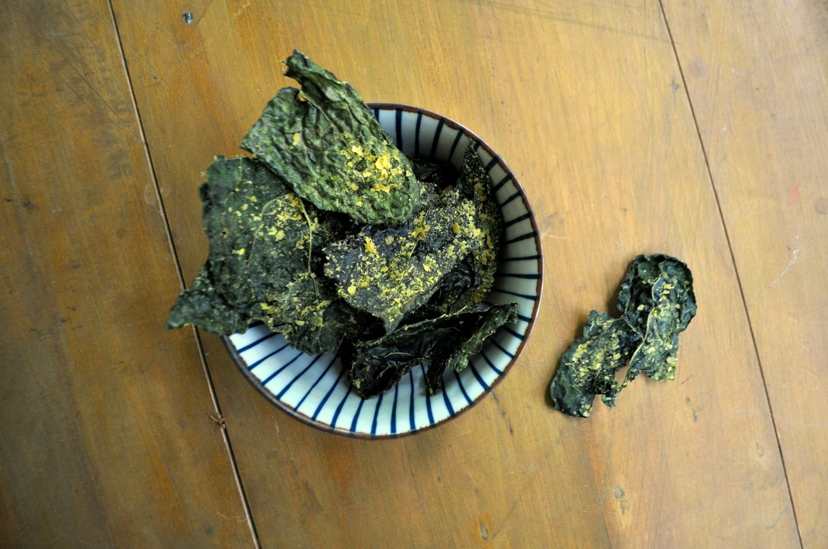 Kale chips sprinkled with sea salt and nutritional yeast.