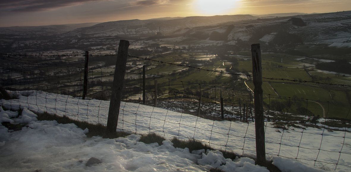 Mam Tor - daylight comes to Castleton