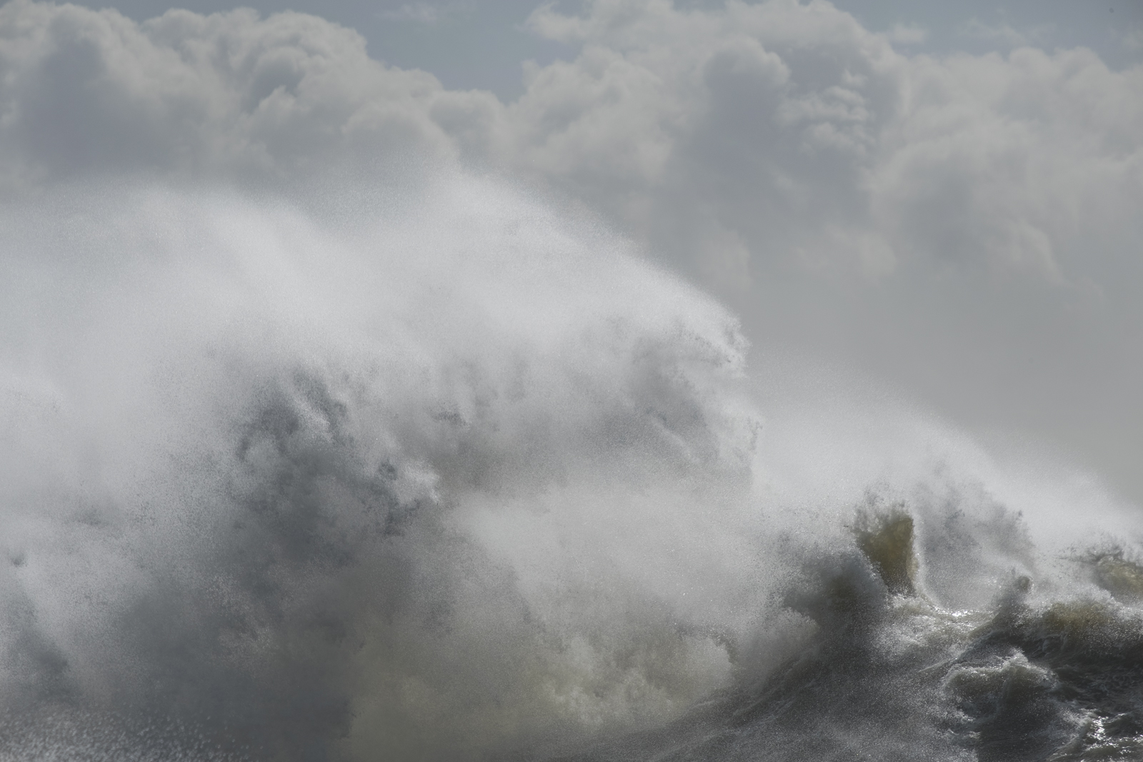 Storm wave, Newhaven