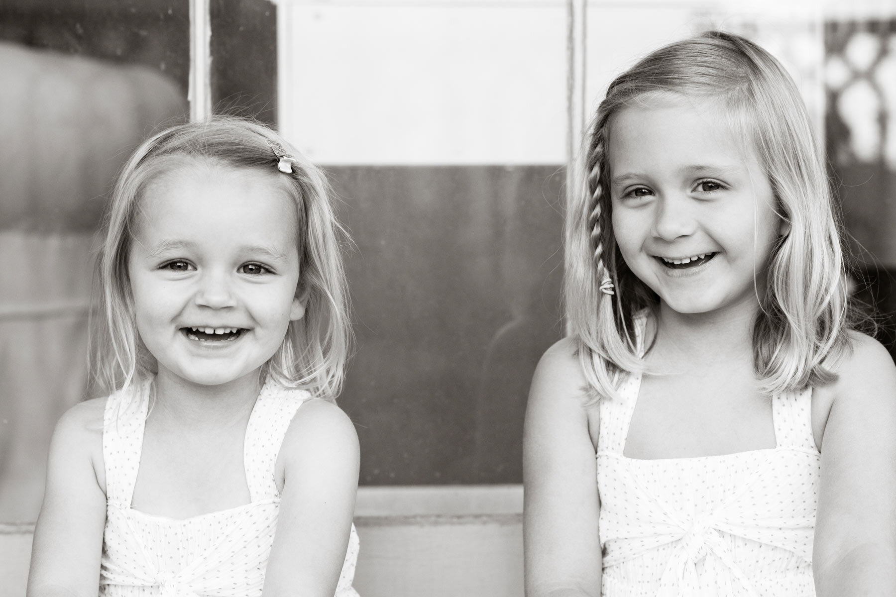 Sisters-Kids-Laughing-Relaxed-Happy-Fun-Photo-Dondis.jpg