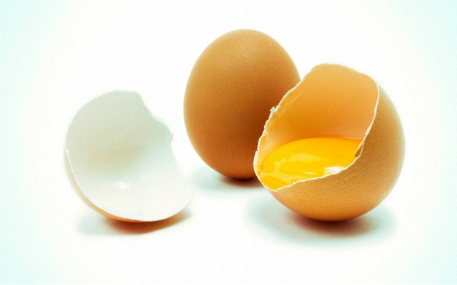 Raw eggs - Protein Payout:6 g per eggEating the full egg—not just the whites—can boost your immunity, reduce the risk for heart disease, increase overall energy, improve the appearance of your skin and hair, protect your vision, nix stress and anxiety, and even help you score those washboard abs.