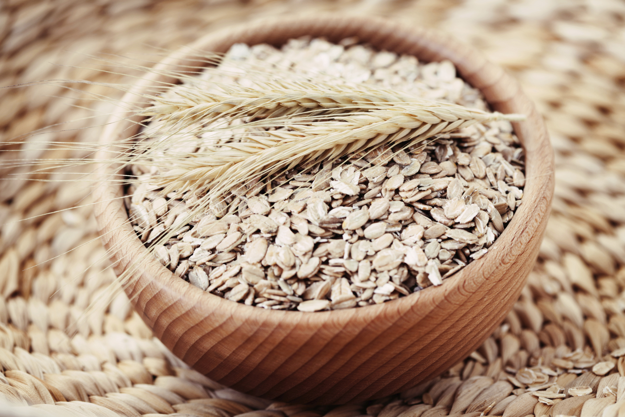 Raw oats - Protein Payout 7 g per ½ cupYou know how bomb overnight oats are for your body, schedule and taste buds, but what if you could toss them into a blender and reap the benefits? You can. Quick reminder: Research says replacing just 5 percent of the day's carbs with a source of resistant starch (like raw oats) can boost post-meal fat burn by as much as 30 percent!