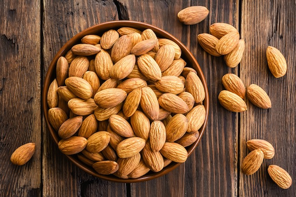 Almonds - Protein Payout: 6 g per ounceAlmonds contain the amino acid L-arginine, which has been credited with building lean muscle and frying belly flab. And tossing them into your smoothie before or after the gym can fight free-radical damage caused by intense exercise by as much as 43 percent, according to a presentation at the American College of Sports Medicine!
