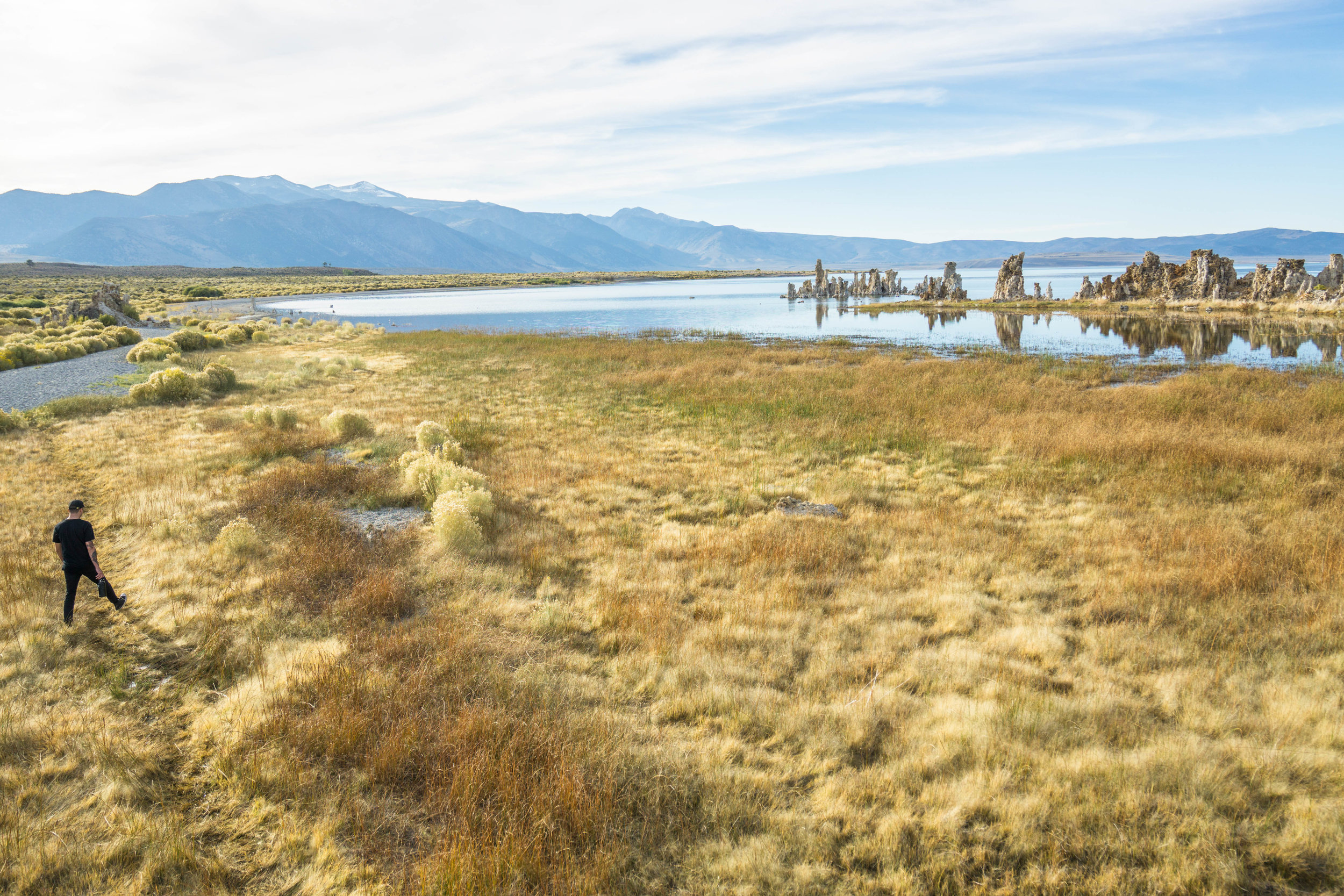 Leaving the leaves behind, we wander towards the spacey Mono Lake with its alien-looking tufa towers.