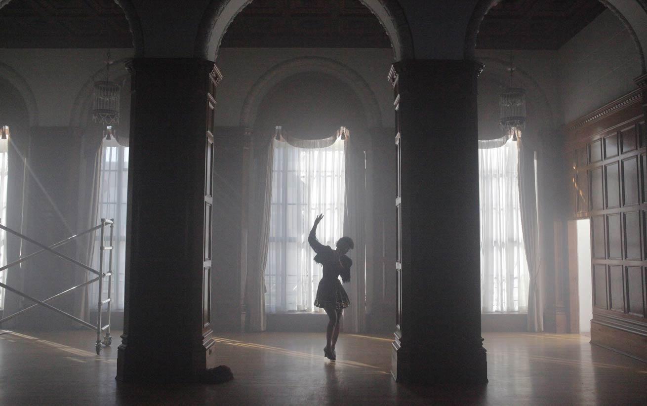sir-ryan-heffington-alone-dancer-technique-dance.jpg