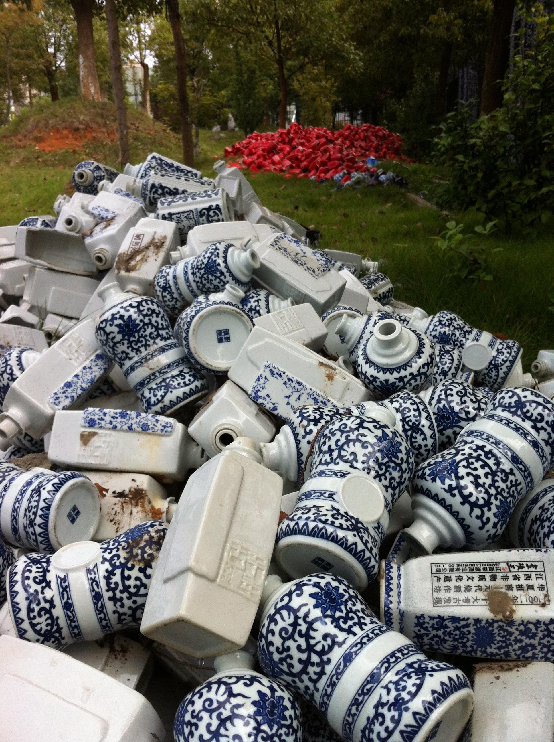 Flawed Baijiu Bottles, Jingdezhen, China      www.recycledchina.com