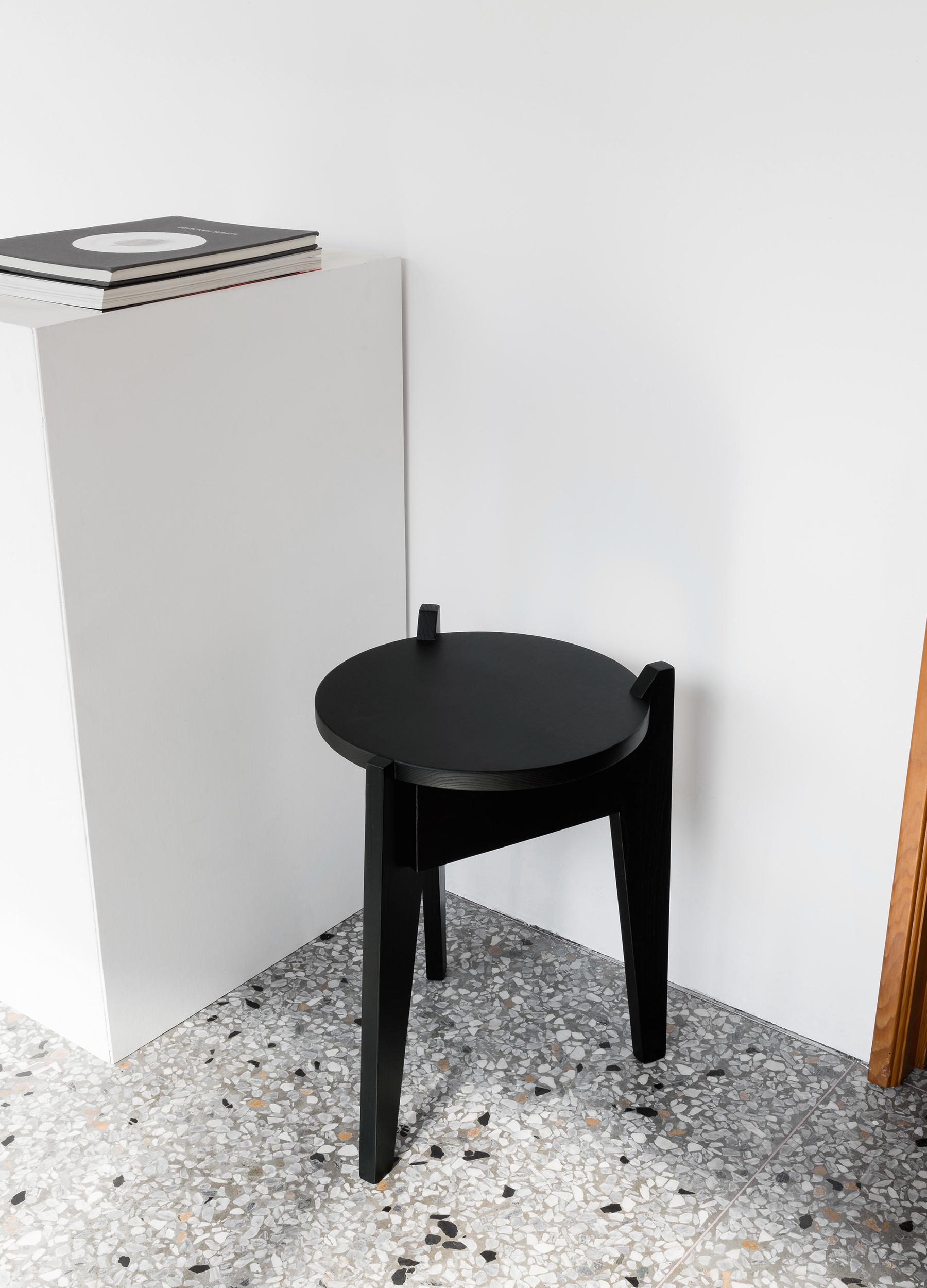 Milk stool dark green 02-1.jpg