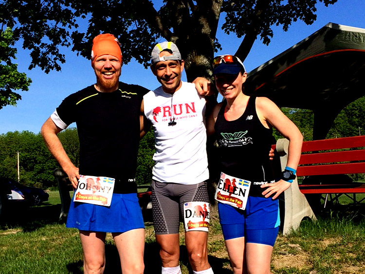 Johnny, Daniel Gallo (who made 3rd) and Ellen before the start.