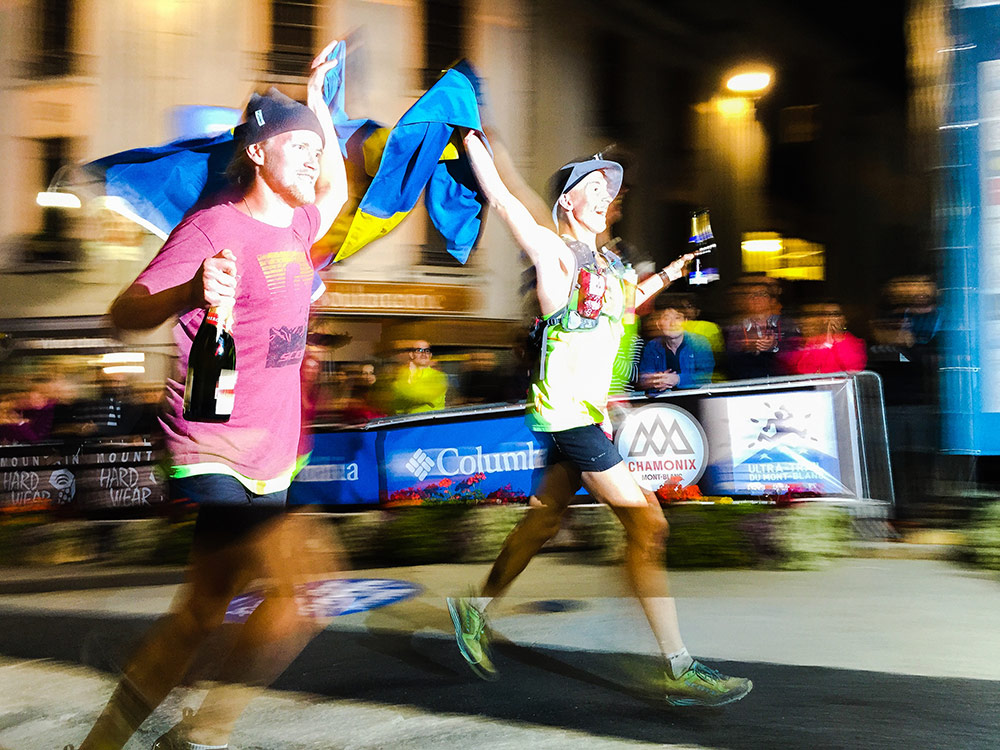Johan running with Elov across the finish line. 30:02 hrs, 94th place. An amazing debut by Elov Olsson!