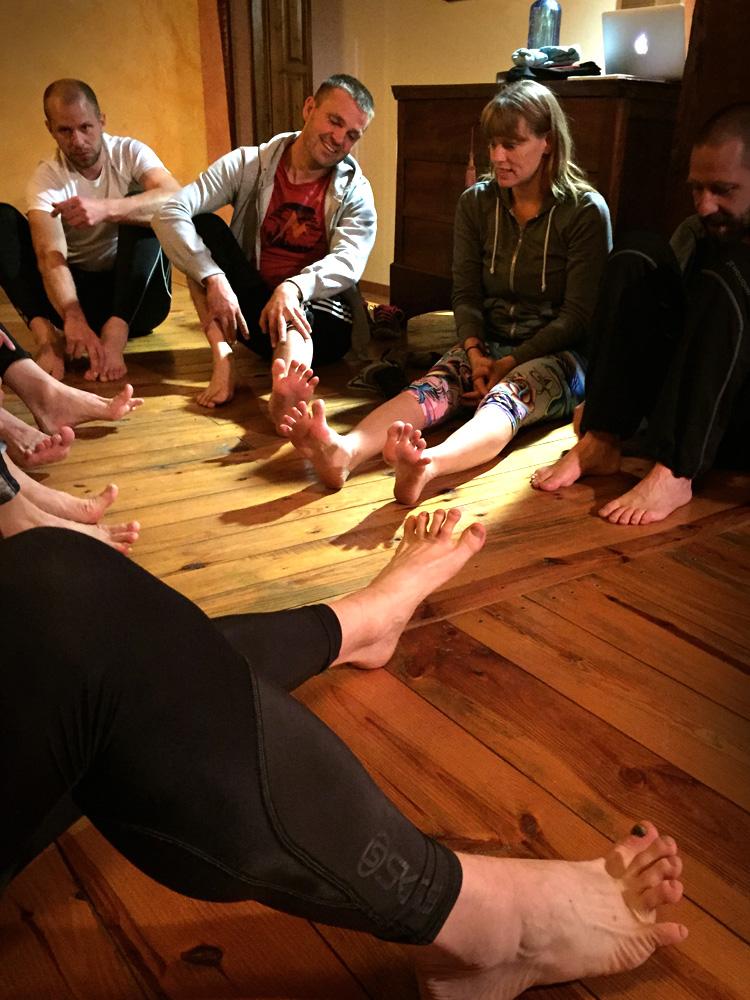 Vad är ett löparläger utan ordentligt med tåspretande? Förutom fotstyrka hade vi också Compex, yoga och meditation på schemat.