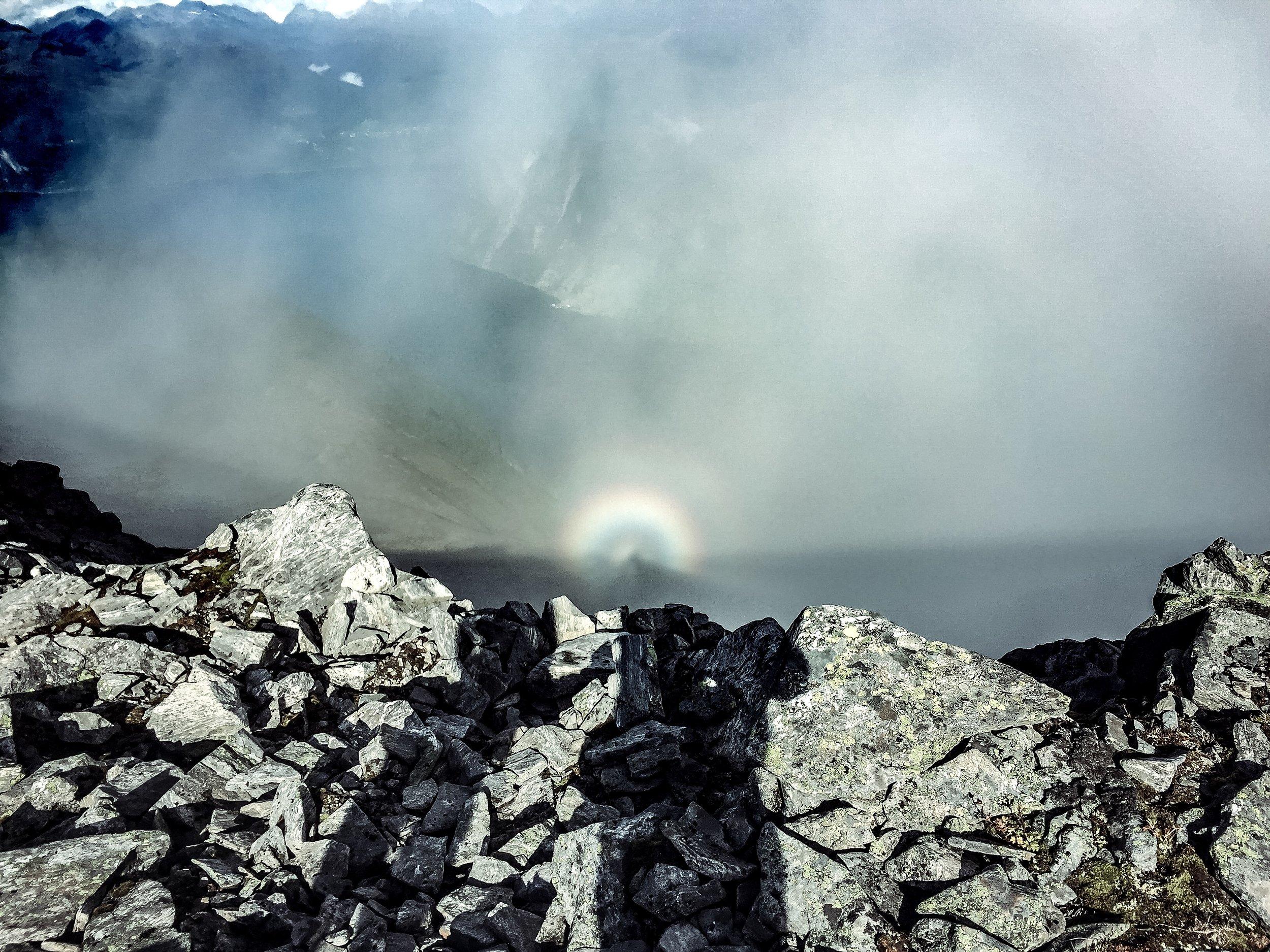 Regnbågsfenomen från toppen