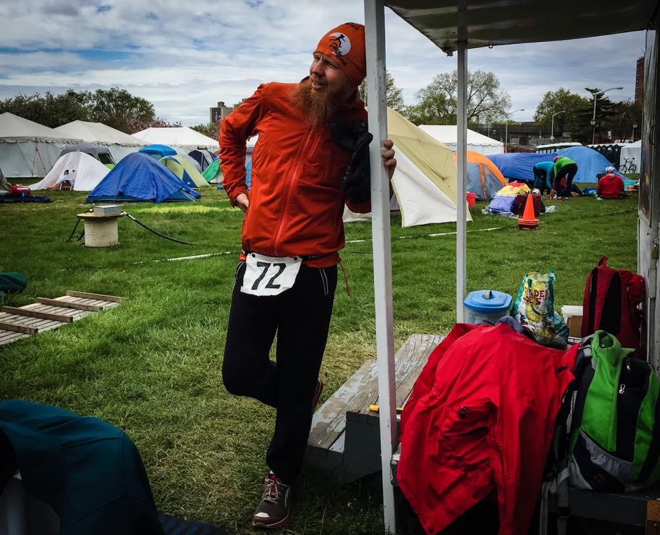 Under allra sista timmarna i USA. Hade kollapsat, duschat, klätt på mig varma kläder och sen promenerat in de sista två varven som behövdes för svenskt rekord.