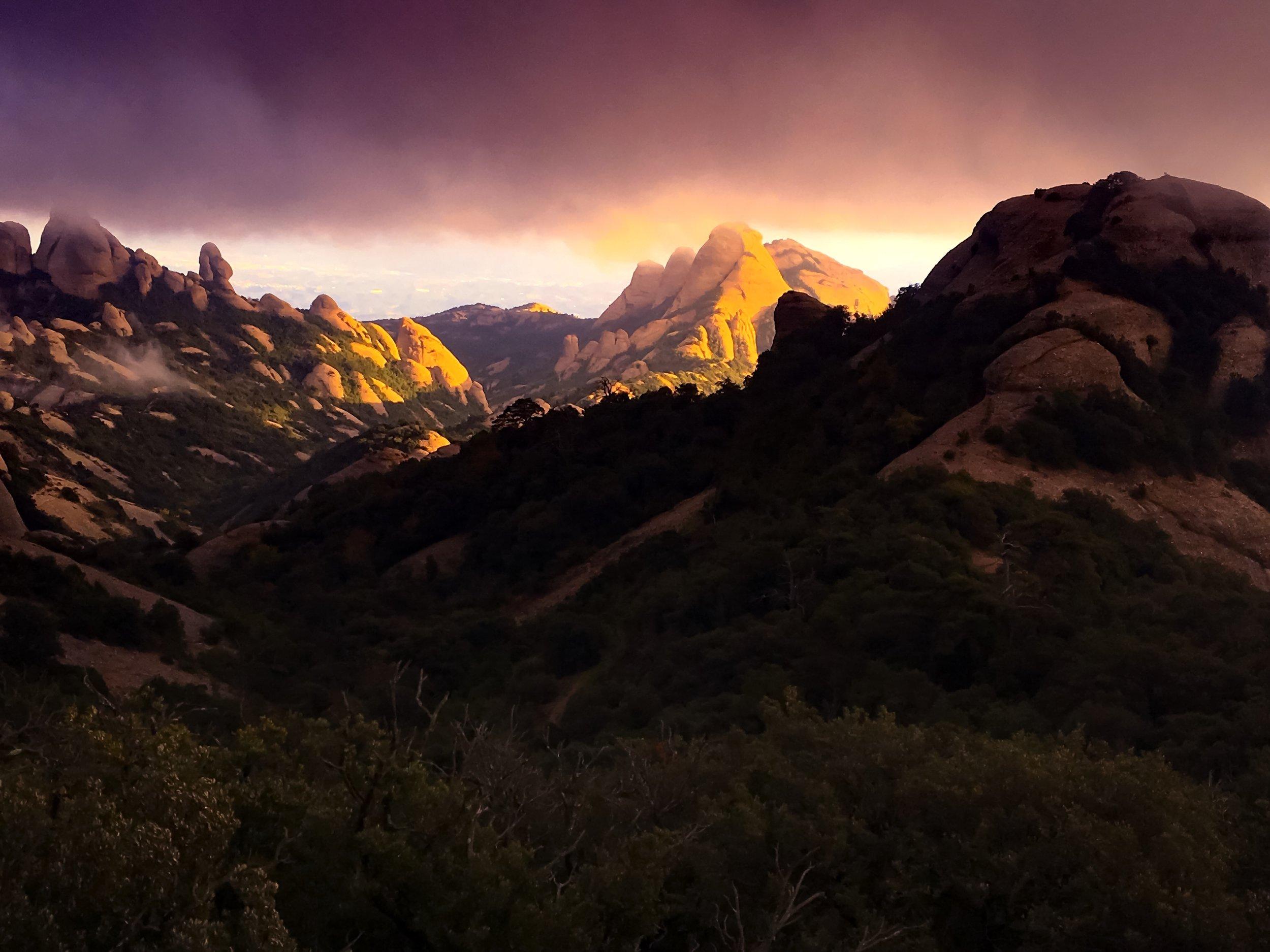 Montserrat i solnedgång
