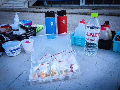 Recovert packs i små zip-påsar under Johnnys 6-dagars i Grekland.