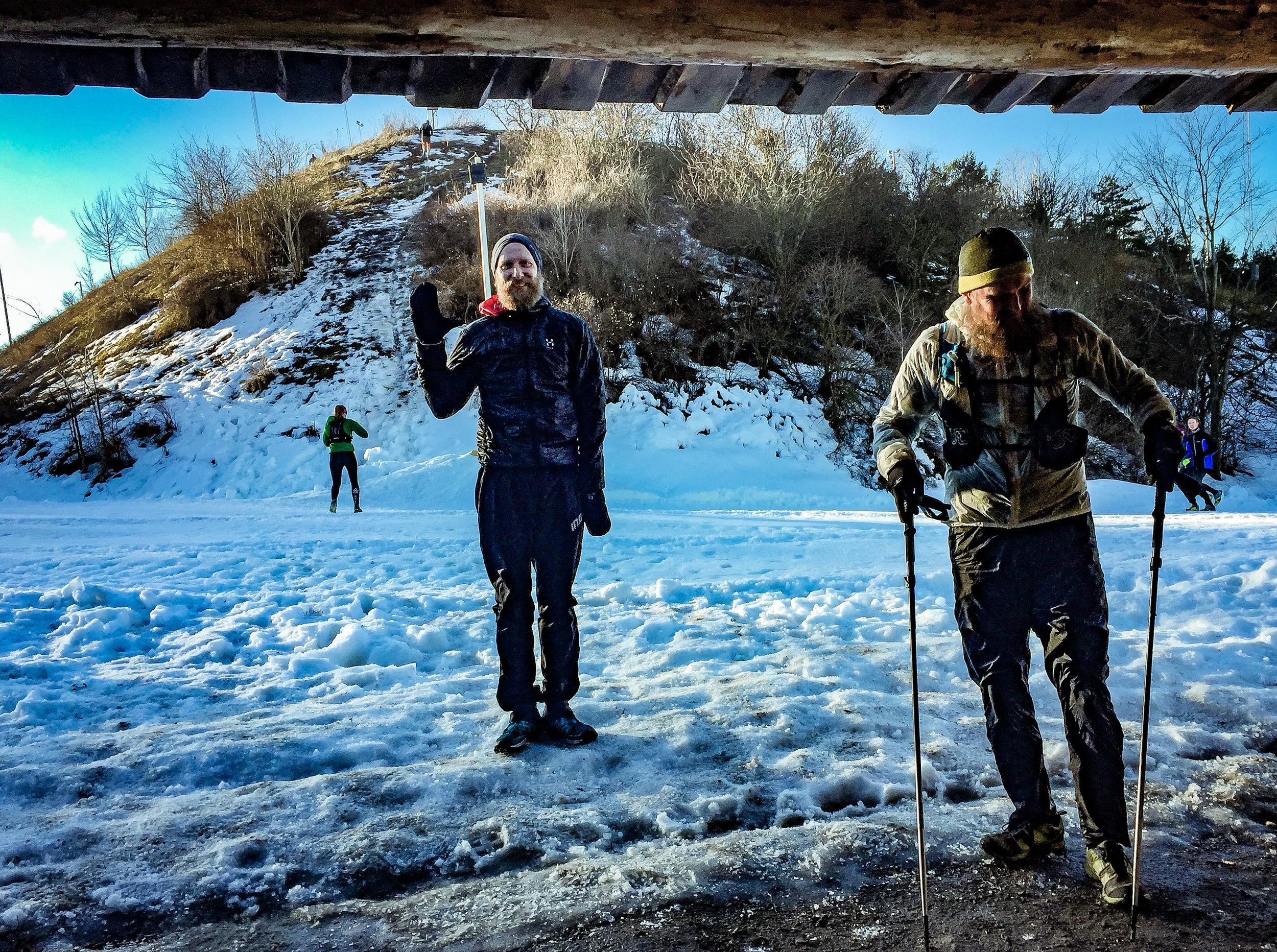 Anders (en av arrangörerna) och Kristian vid vindskyddet.