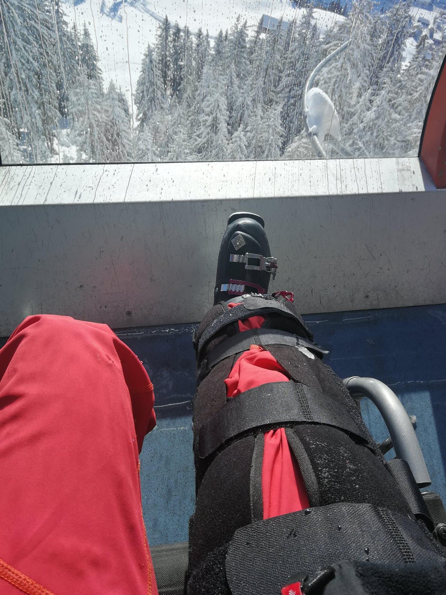 I liften på väg ned igen - denna gång i rullstol