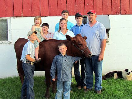 The adorable Bekkum Family on their farm in WIsconsin