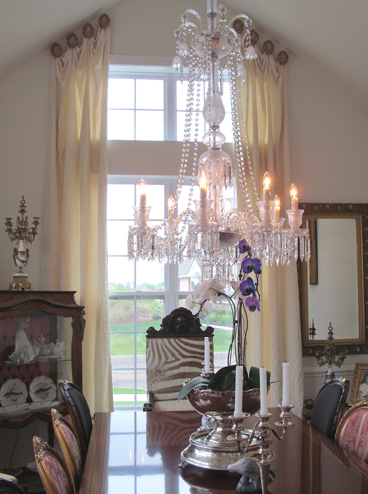 An example of our expert installation of custom drapery from dePasquale Design