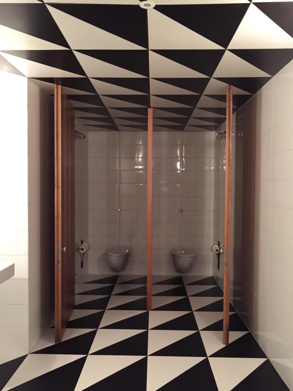 baños en Fondazione Prada