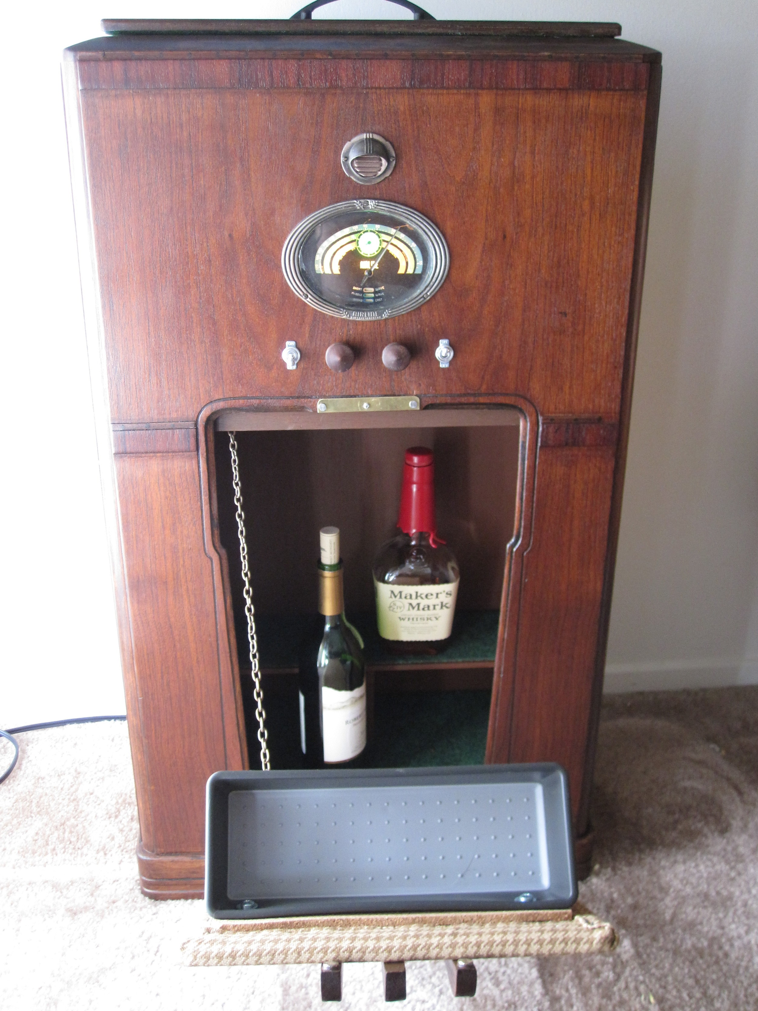 COCTAIL STEREO CABINET IMAGE 07.JPG