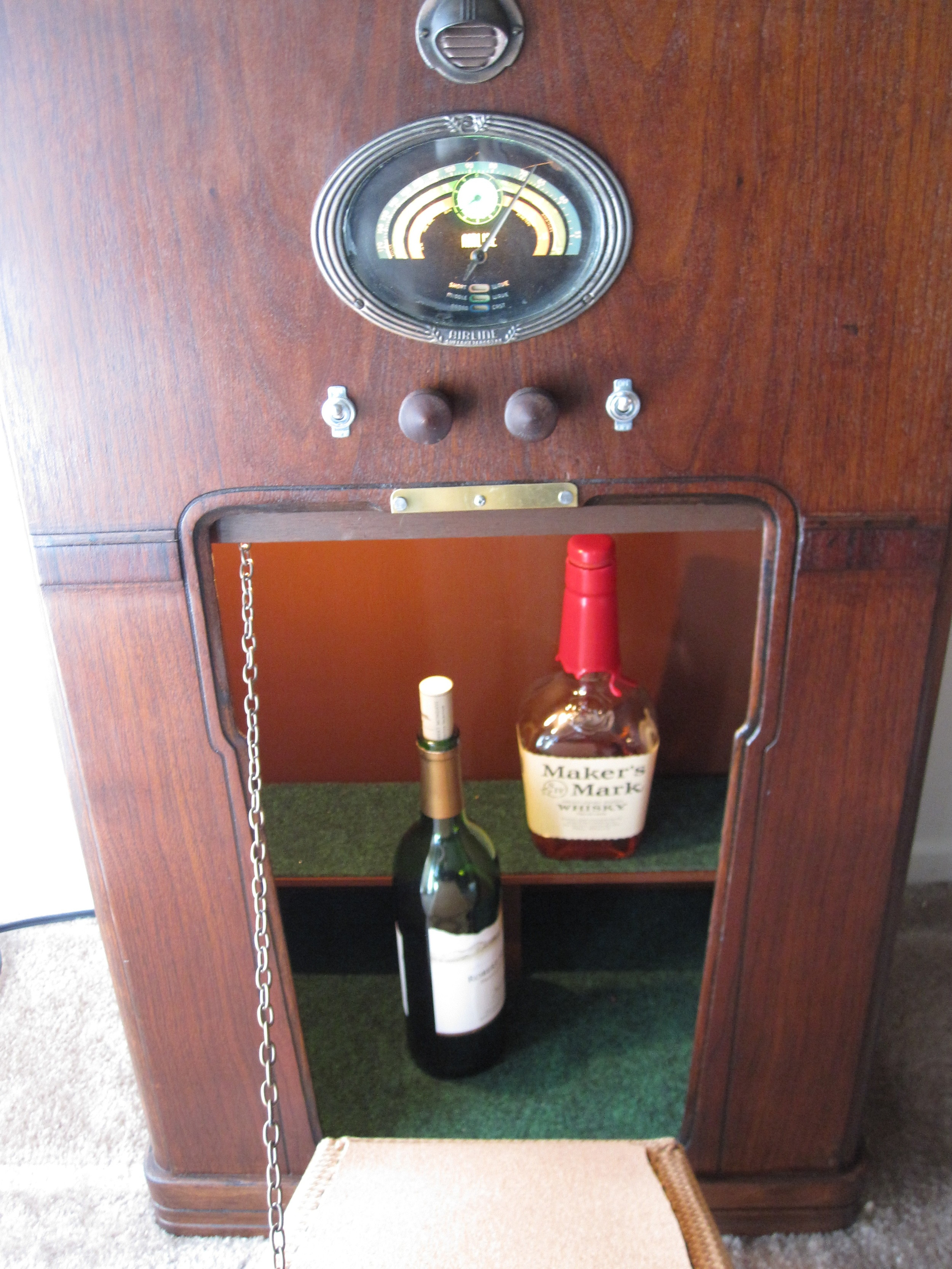 COCTAIL STEREO CABINET IMAGE 08.JPG