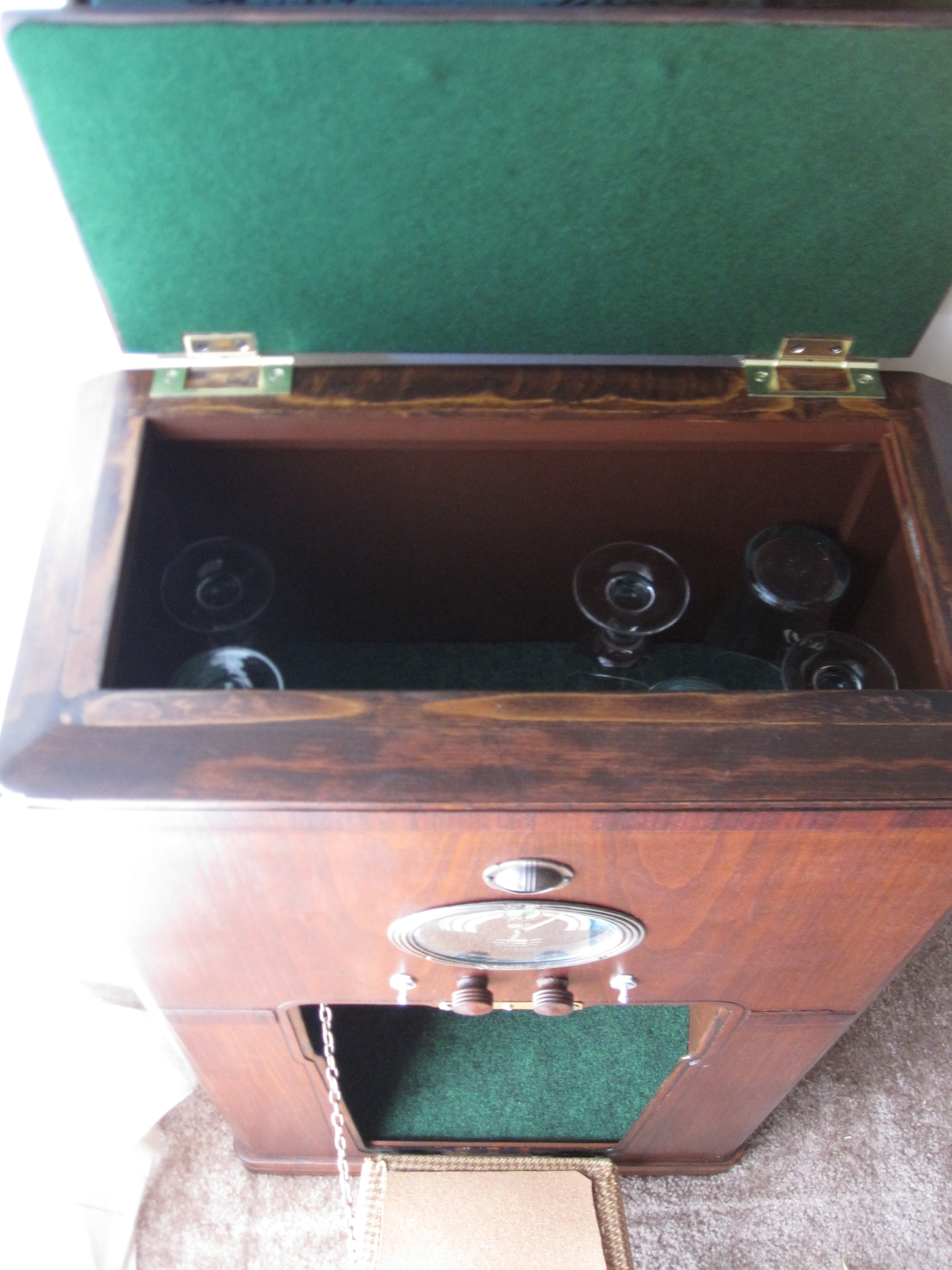 COCTAIL STEREO CABINET IMAGE 10.JPG