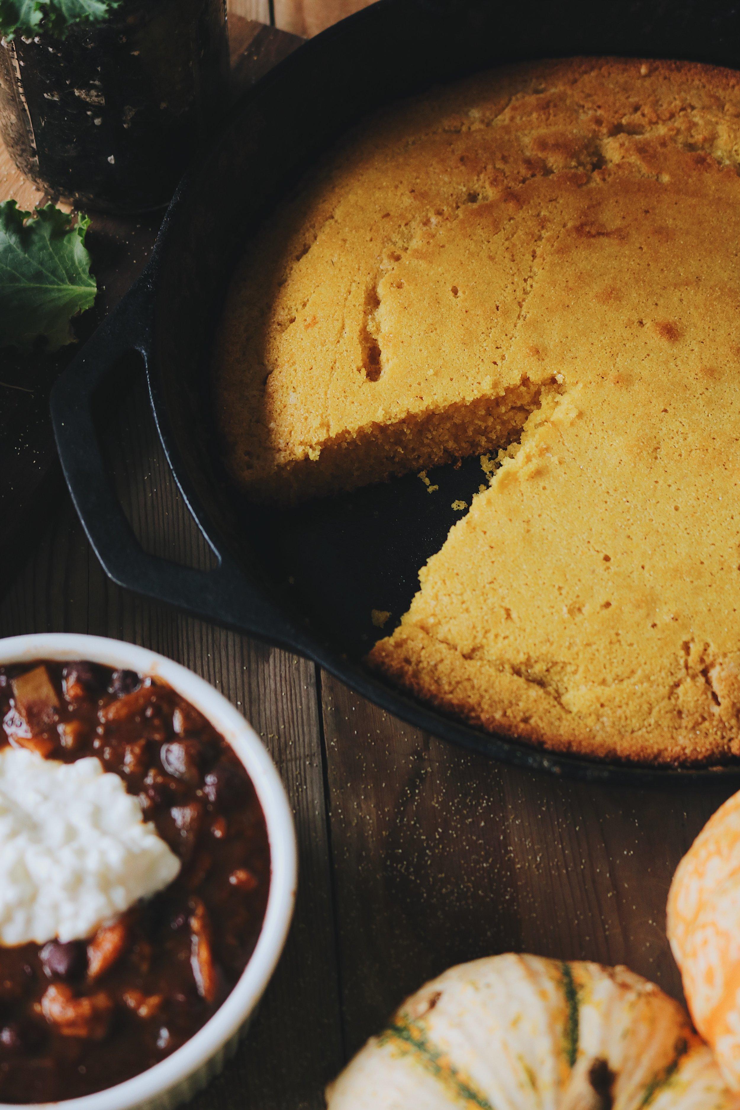 Colonial Kitchen | Skillet Cornbread - Under A Tin Roof Blog
