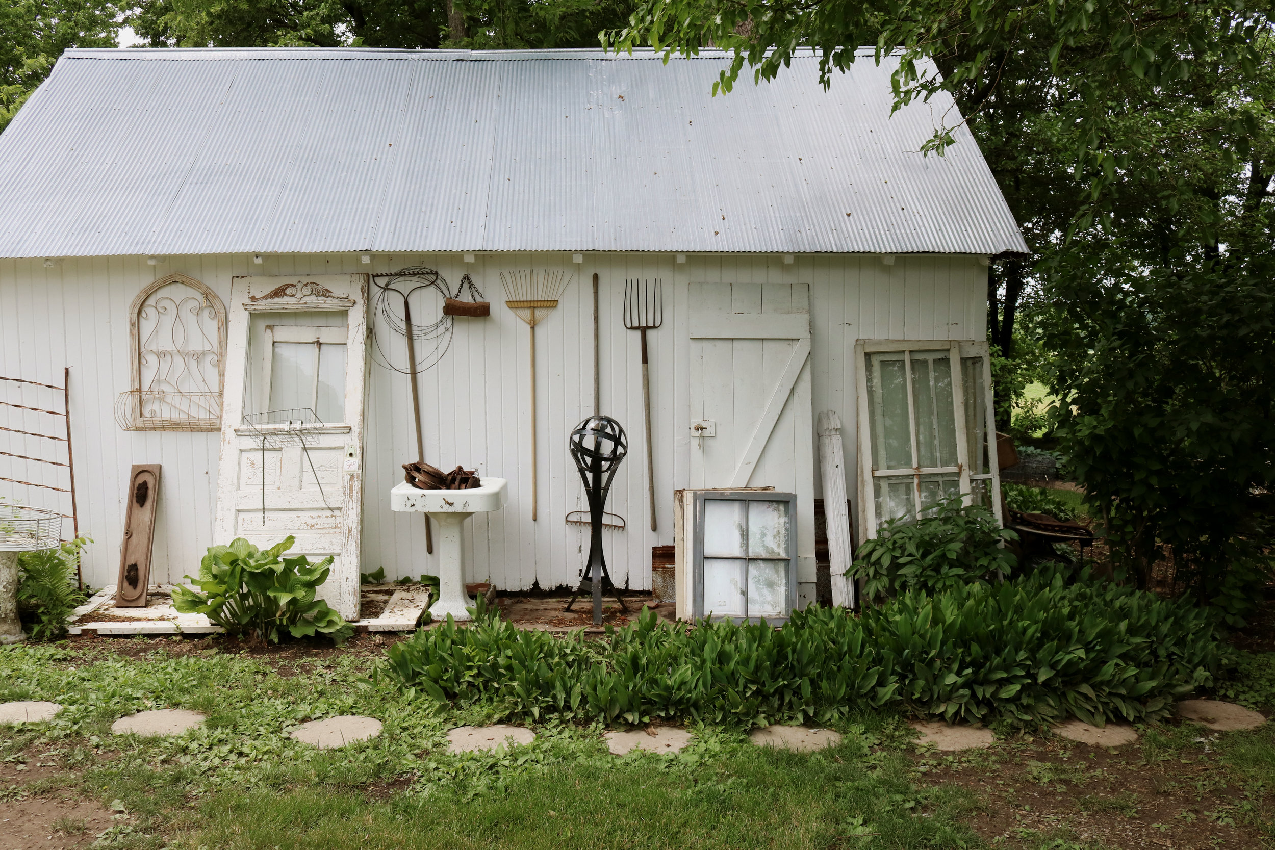 Visiting Sister's Garden - Under A Tin Roof Blog