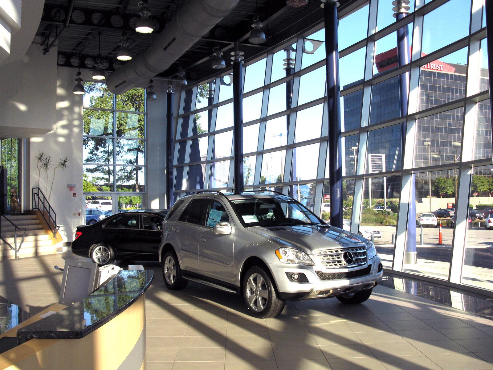 CAR_MercedesShowroom_07.jpg